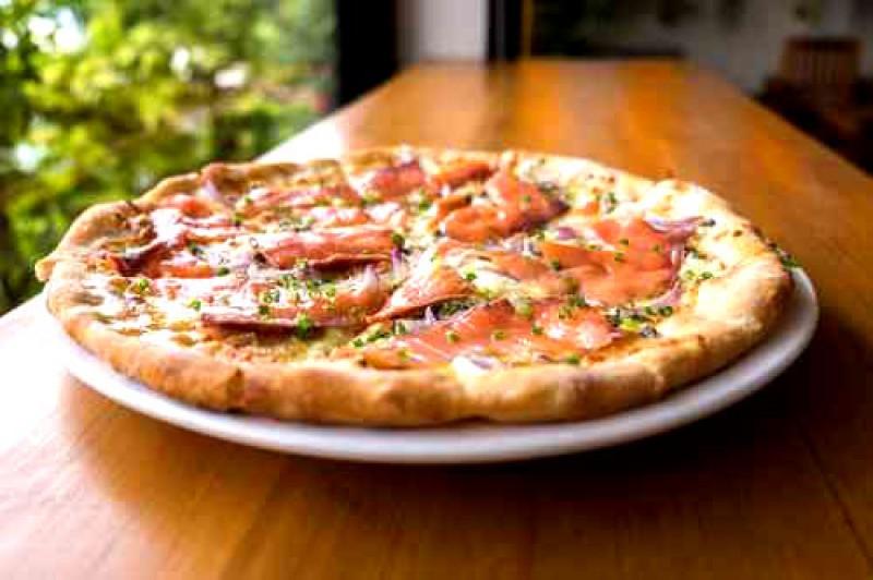 livraison de pizza mandelieu au feu de bois pizza fran ois la pizza saumon. Black Bedroom Furniture Sets. Home Design Ideas